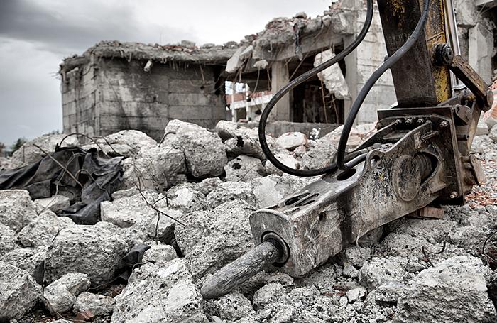 Бизнес-центр на севере Москвы при демонтаже «рухнул» на проезжую часть