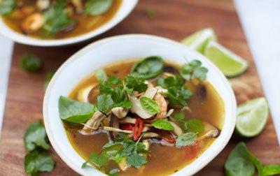 Согревающий пряный суп том ям