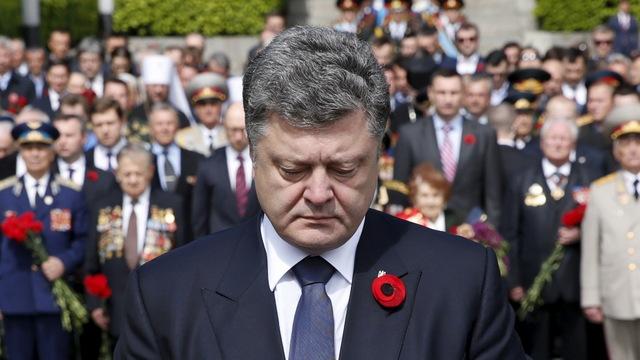 Порошенко: Украина расскажет миру, как стала жертвой Гитлера и Сталина