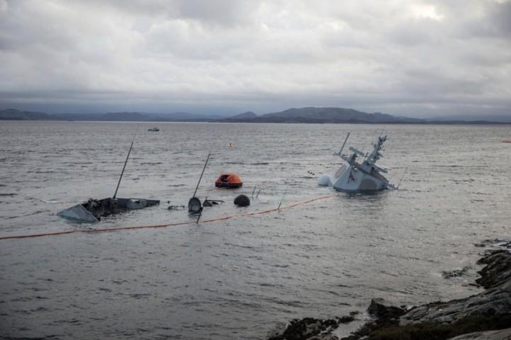Норвежский фрегат стоимостью $500 млн утонул через несколько дней после столкновения с нефтяным танкером
