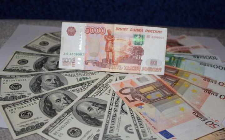 Официальный курс евро — 64,14 рубля, доллара — 59,83 рубля