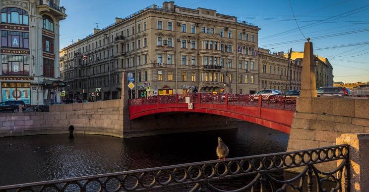 ID: 10618944 Дата съемки: 01.04.2015 Описание: Россия. Санкт-Петербург. Вид на Красный мост через реку Мойку. Руслан Шамуков/ТАСС