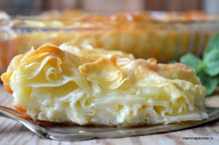 Ачма — это слоёный пирог с нежной кружевной мякотью и хрустящей корочкой, внутри которого находится расплавленный сыр