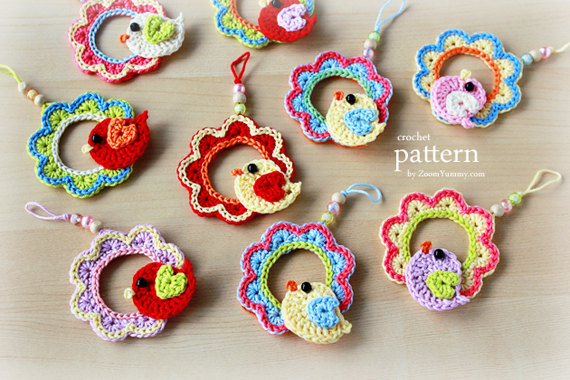 Crochet Pattern - A Little Crochet Bird Sitting On a Wreath Ornament (Pattern No. 002) - INSTANT DIGITAL DOWNLOAD