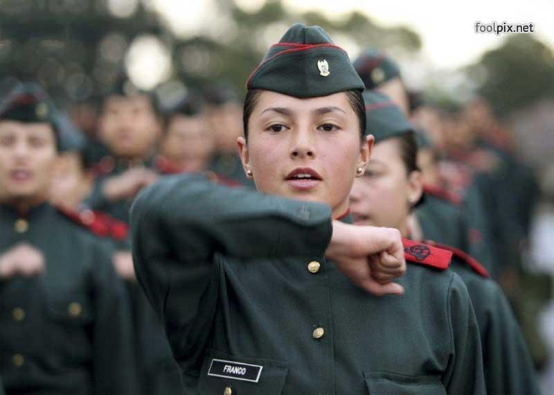 Девушки на службе в армии фото 11