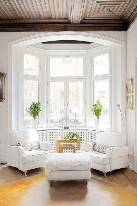 Причины, по которой стоит выкинуть диван из малогабаритки: [b]Причина №11:[/b] не каждый диван может похвастать элегантностью.    Кресла: проще простого    Вместо дивана в