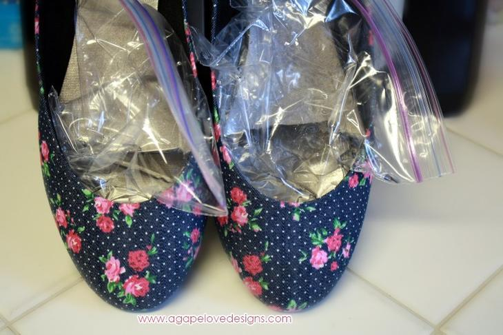 7. Растянуть обувь можно следующим способом: налейте в пакеты воду, положите их в обувь и уберите на ночь в морозильную камеру одежда, совет