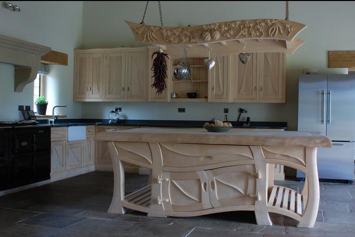 Деревянный декор кухни