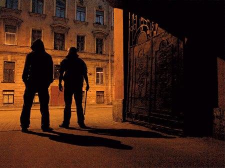 Как вести себя при встрече с уличными хулиганами