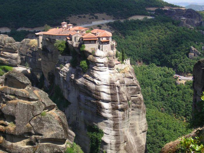 Фото Монастыри Метеоры, Греция. 03 (700x525, 95Kb)