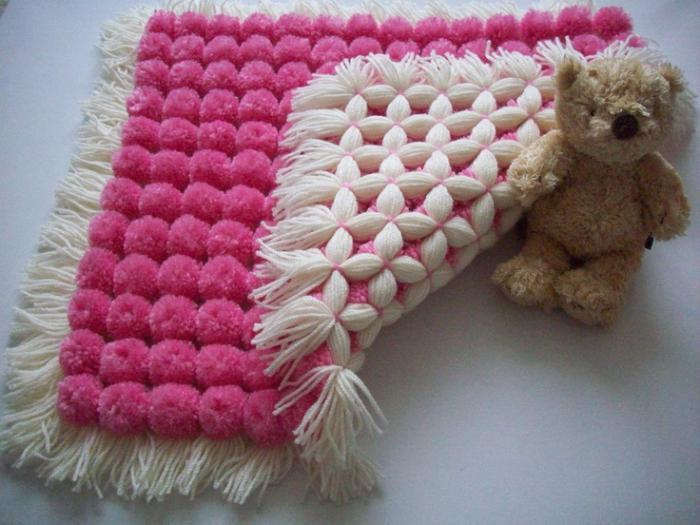 Ковер розовый с белой основой