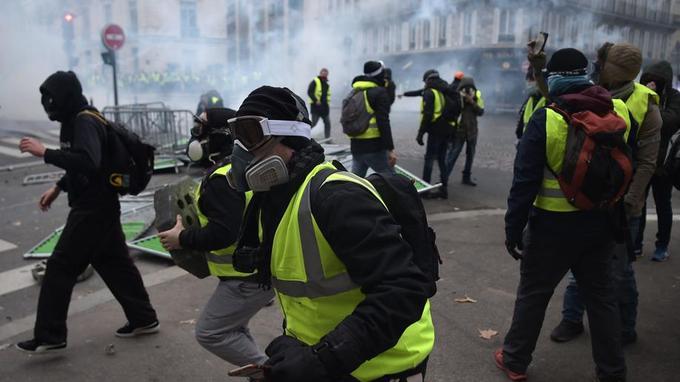 Протесты желтых жилетов во Ф…