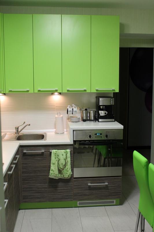 Это — наша кухня, которая нравится все больше и больше. Просто все тут делалось «по душе», а не по советам дизайнеров!