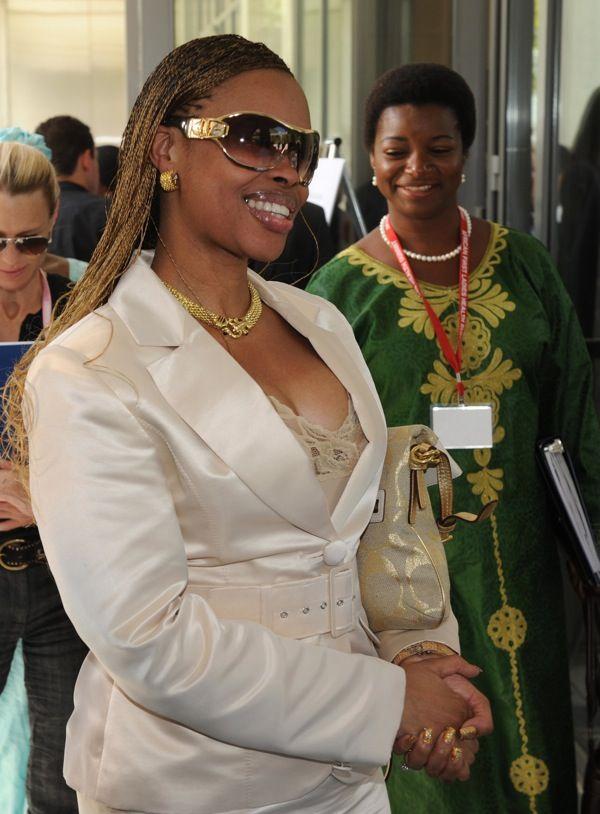 Король Свазиленда Мсвати III могуч и любвеобилен: монарх и его жены
