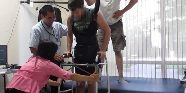 Парализованный человек вновь обрел возможность ходить. Без экзоскелета.