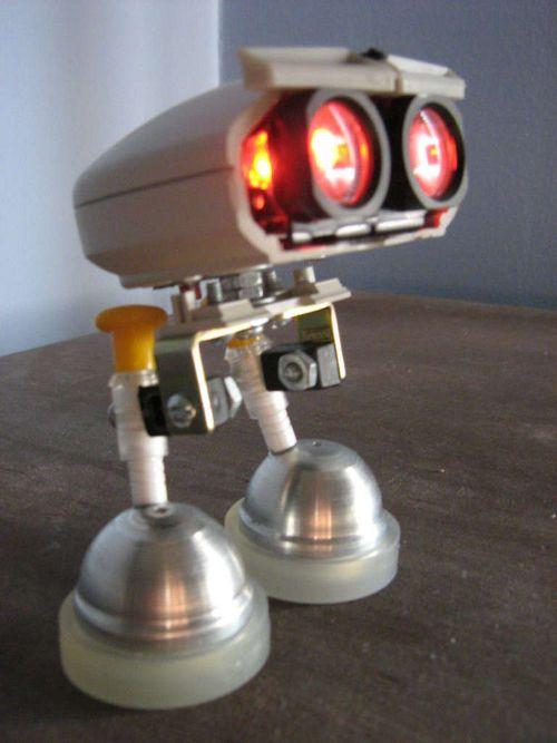 Робот из мышек с подсветкой