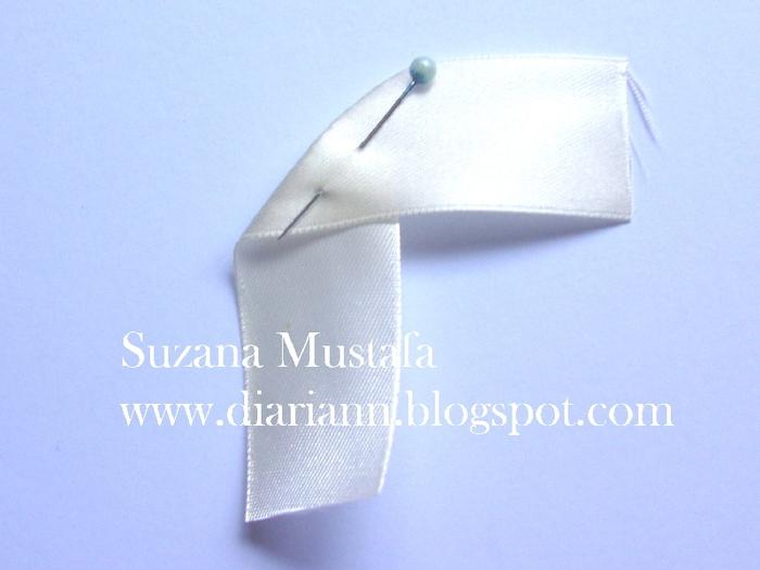 Цветы из шелковых лент от Suzana Mustafa. Идеи и мастер-класс (3) (700x525, 217Kb)