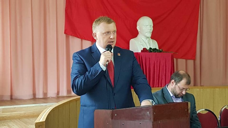 «Обещал подарить - подарил»: пользователи Сети раскрыли предвыборные «секреты» Ищенко