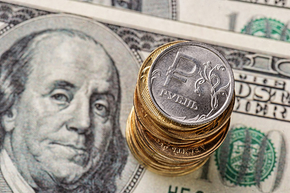 Россия начала освобождаться от власти доллара