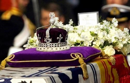 Индия готовит иск против королевы Елизаветы II с требованием вернуть бриллиант «Кохинор»