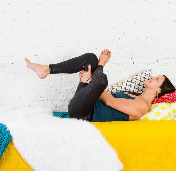 Йога для лентяек. Эти упражнения можно выполнять, не вылезая из постели