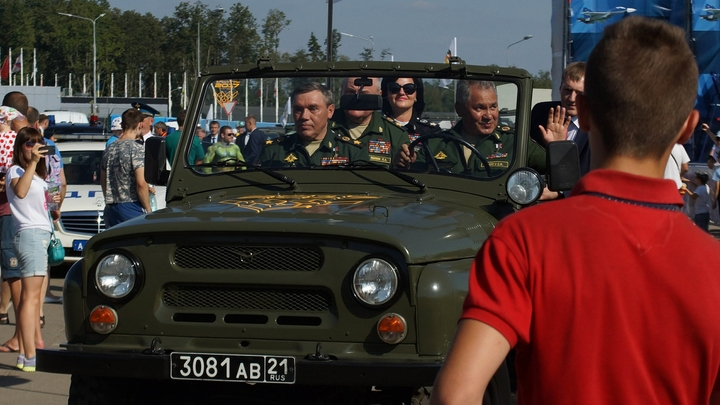 Страна должна превратиться в единый боевой лагерь: Эксперты объяснили, что стоит за постановкой авто на военный учет