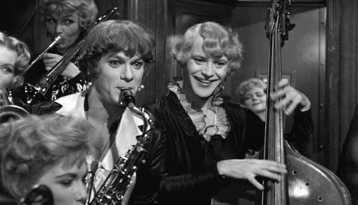 15 великих цитат из фильма «В джазе только девушки»