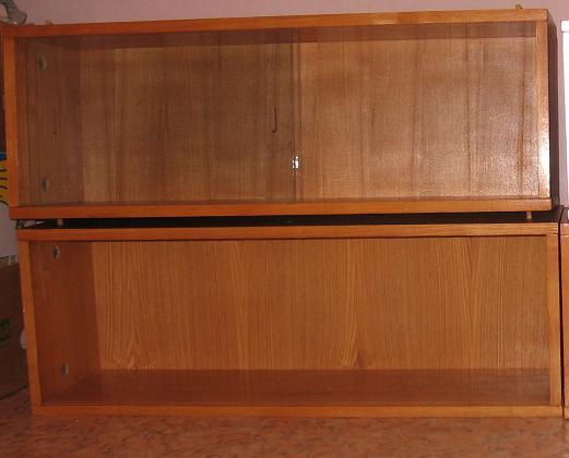 Декорирование книжных полок в современный книжный шкаф-стеллаж