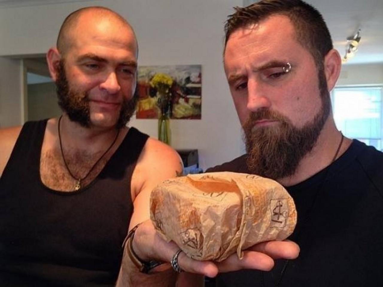 Хотите увидеть чизбургер, который 20 лет пролежал в коробке? — Eщё
