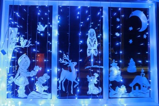 Как украсить свое окно к новому году своими руками