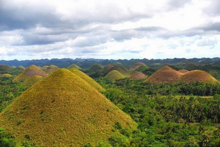 Шоколадные холмы на острове Бохоль (Филиппины)
