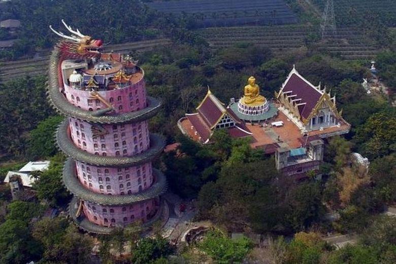Фантастический Храм Дракона в Таиланде