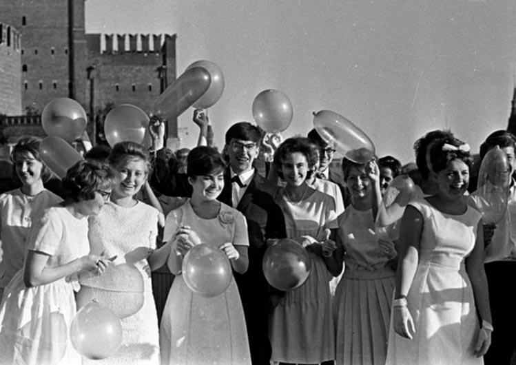 Советские выпускные: каккним готовились икак проводили