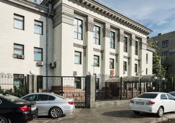 В Киеве под вымышленным предлогом задержаны сотрудники посольства России