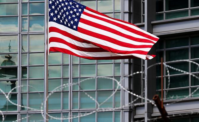 Москва вышлет еще 155 дипломатов США. Напряженность между Россией и Америкой выходит на новый уровень