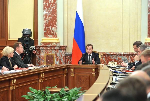 Медведев: люди на заработки должны ездить не в Москву, а на Дальний Восток
