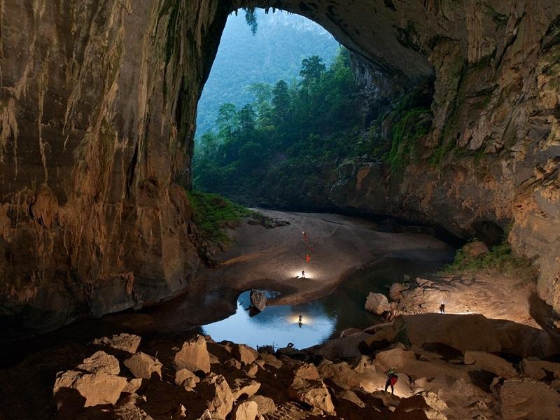 Удивительное место - Шондонг. Самая большая пещера в мире
