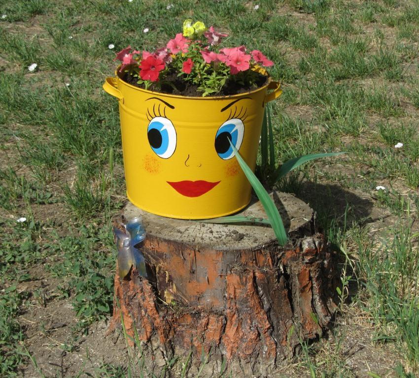 Как украсить садовый участок своими руками фото из старых ведер