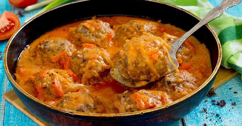 Ароматные тефтели в соусе — вкуснейшее блюдо родом из детства