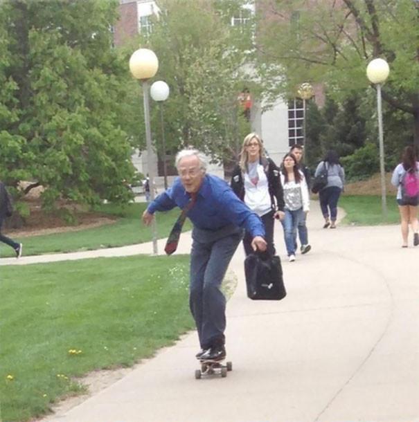 2. Каждый день приезжает на скейтборде  подборка, учитель, юмор