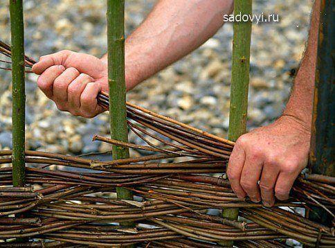 Плетень на даче своими руками