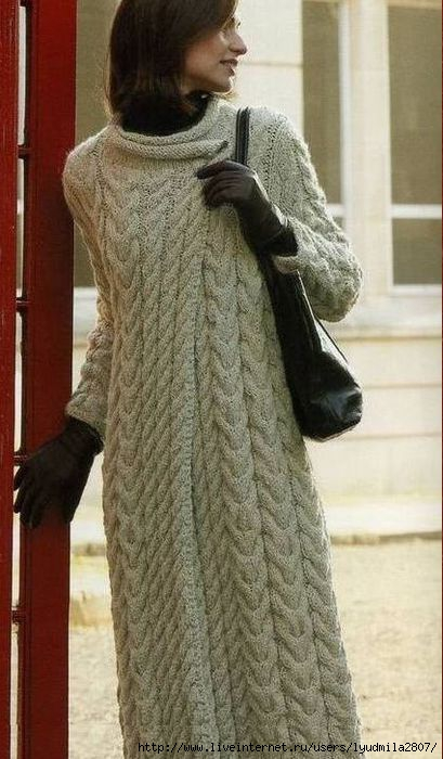 Женственное пальто с рельефным узором