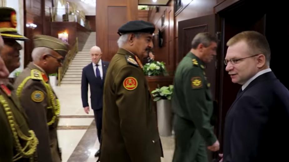 Предполагаемый хозяин ЧВК Вагнера появился на переговорах маршала Ливии и Шойгу
