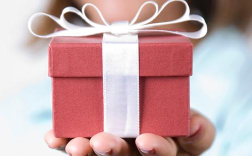 Нужно ли принимать подарки