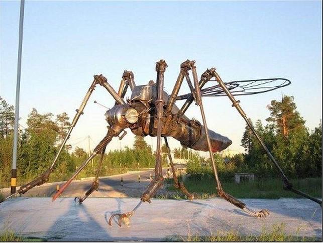 Памятник  комару-нефтесосу. Ноябрьск Прикольные памятники, факты