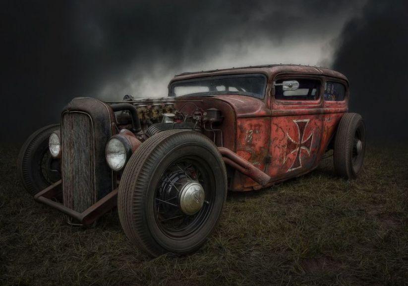Раритетные автомобили где-то в лесах Европы