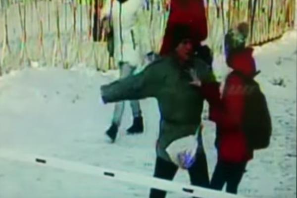За лабутены нах! Житель Нижнекамска избил громко певшую на улице школьницу