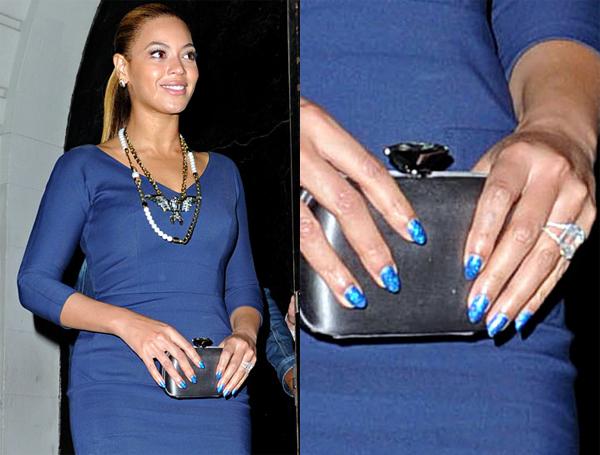 Какого цвета ногти подойдут к темно-синему платью