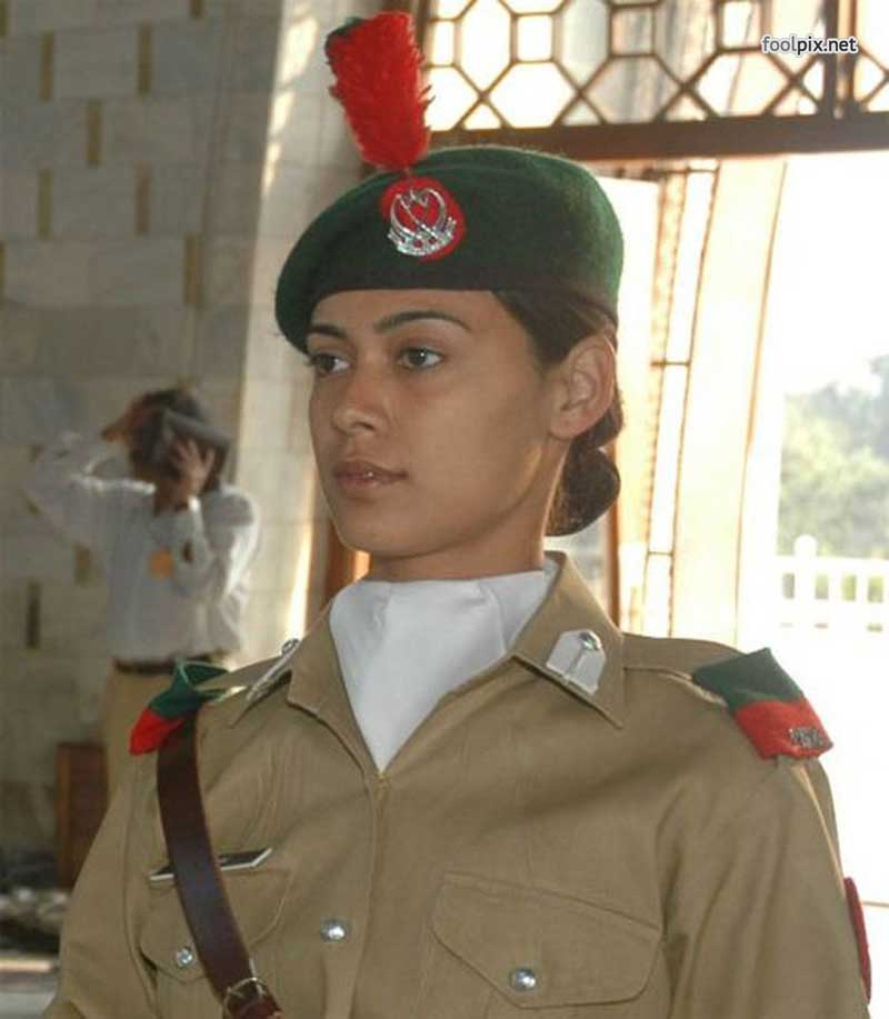 Девушки на службе в армии фото 28