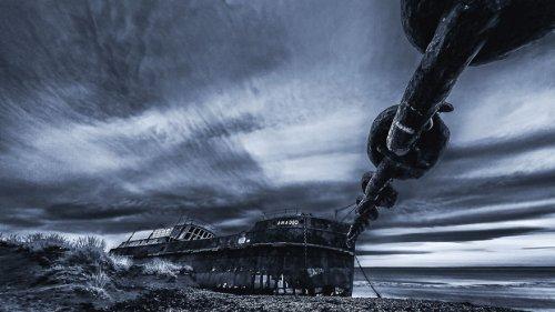 Впечатляющие фотографии севших на мель кораблей